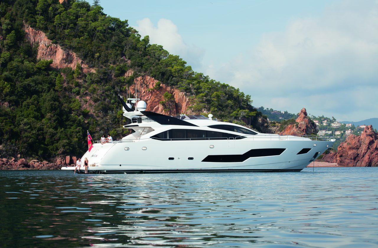 Sunseeker 101 Sport Yacht | Экстрьер 1