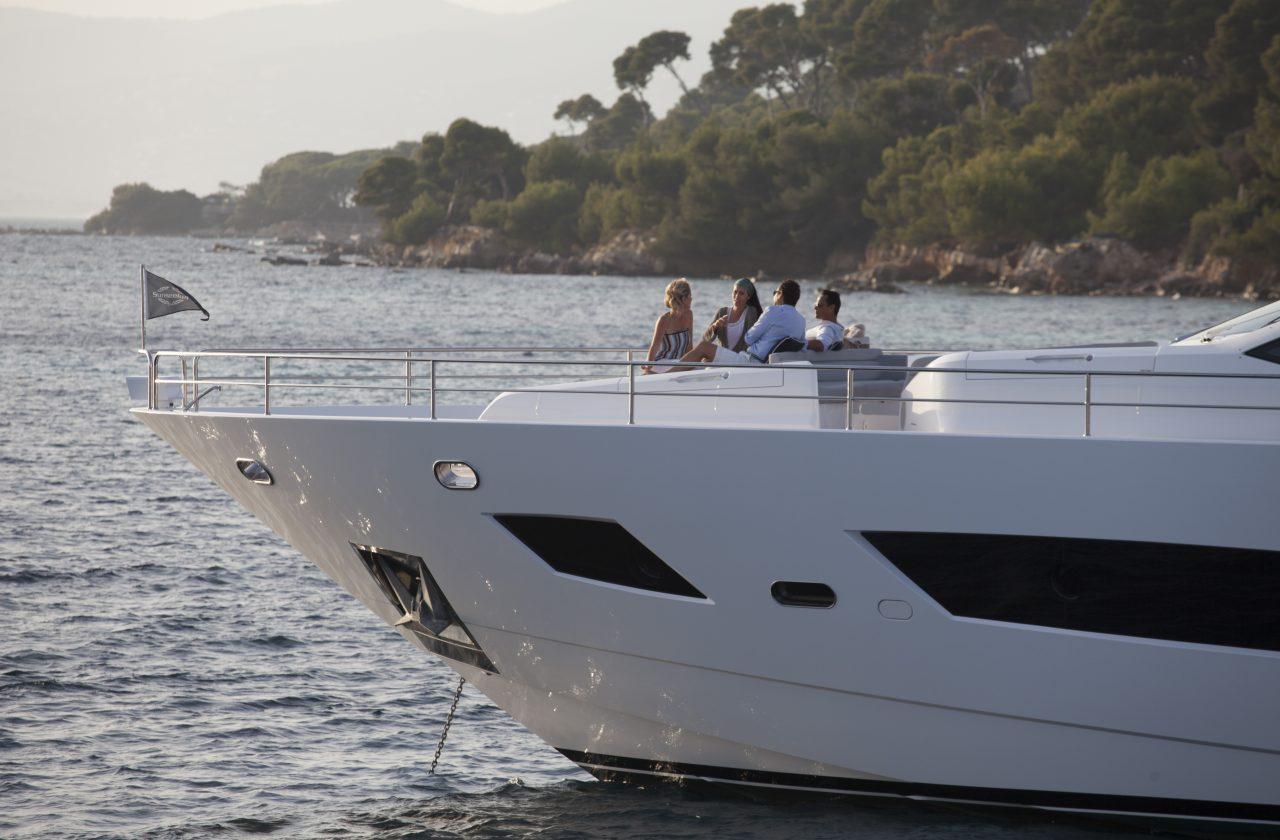Sunseeker 101 Sport Yacht | Экстрьер 8