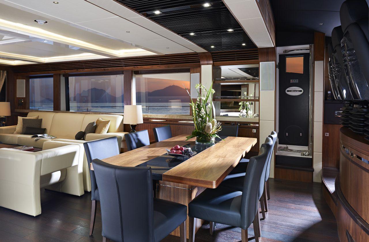 Sunseeker 101 Sport Yacht | Интерьер 6