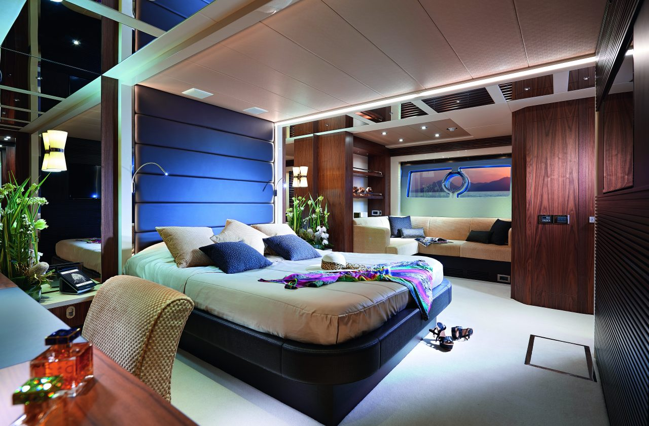 Sunseeker 101 Sport Yacht | Интерьер 3