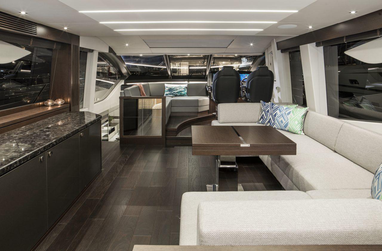 Sunseeker 74 Sport Yacht | Интерьер 1