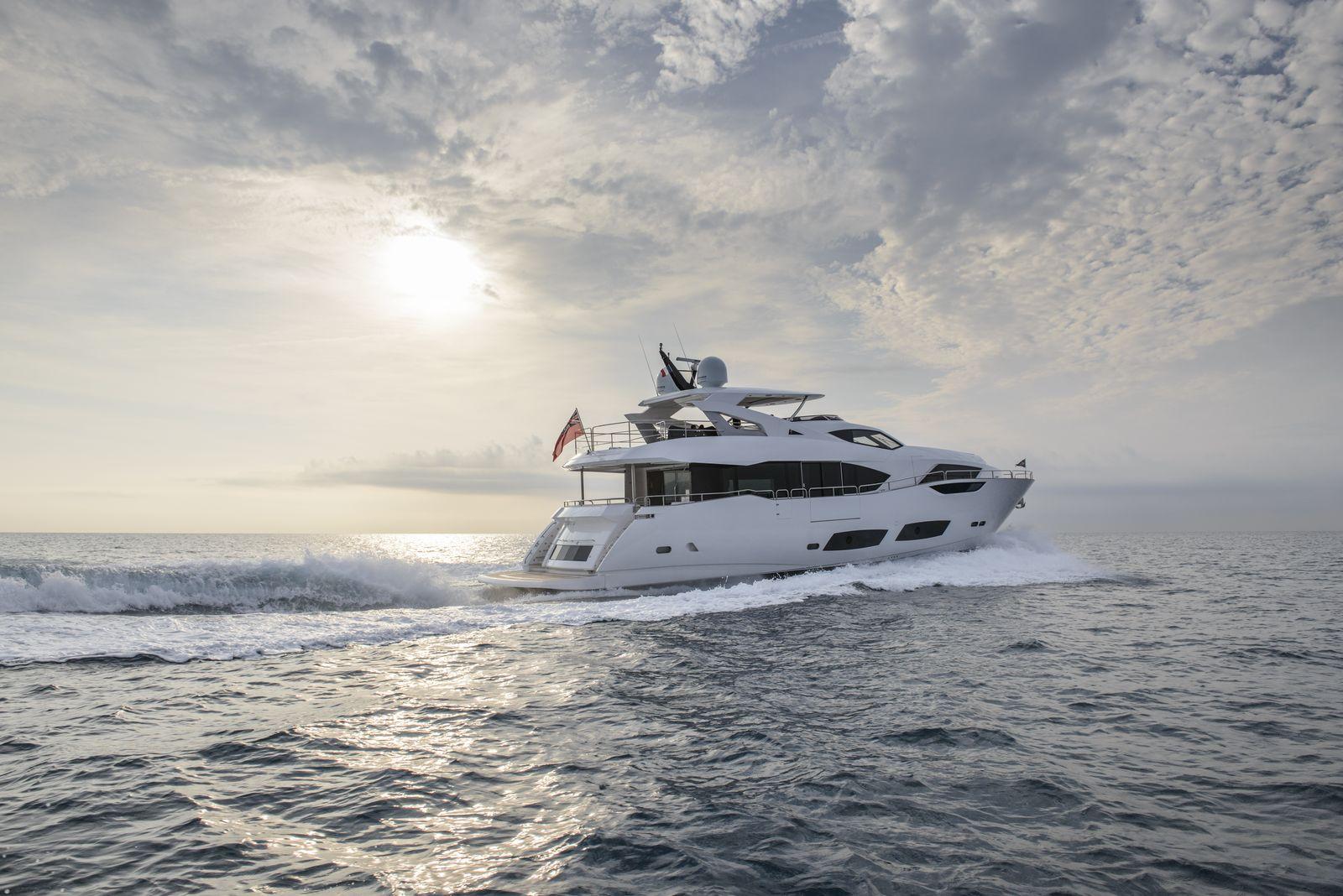 Sunseeker 95 Yacht | Экстрьер 3