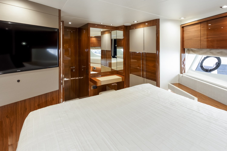 Sunseeker 76 Yacht | Интерьер 21