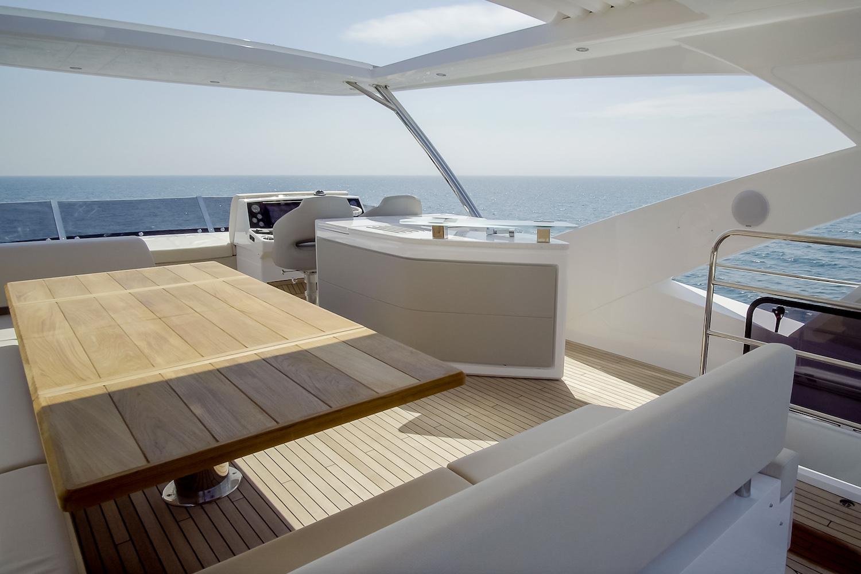 Sunseeker 76 Yacht | Экстрьер 13