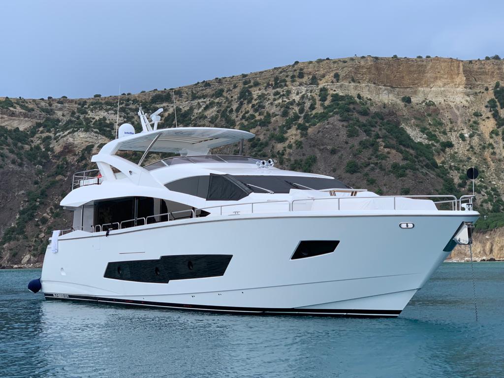 Sunseeker 86 Yacht   Экстрьер 0