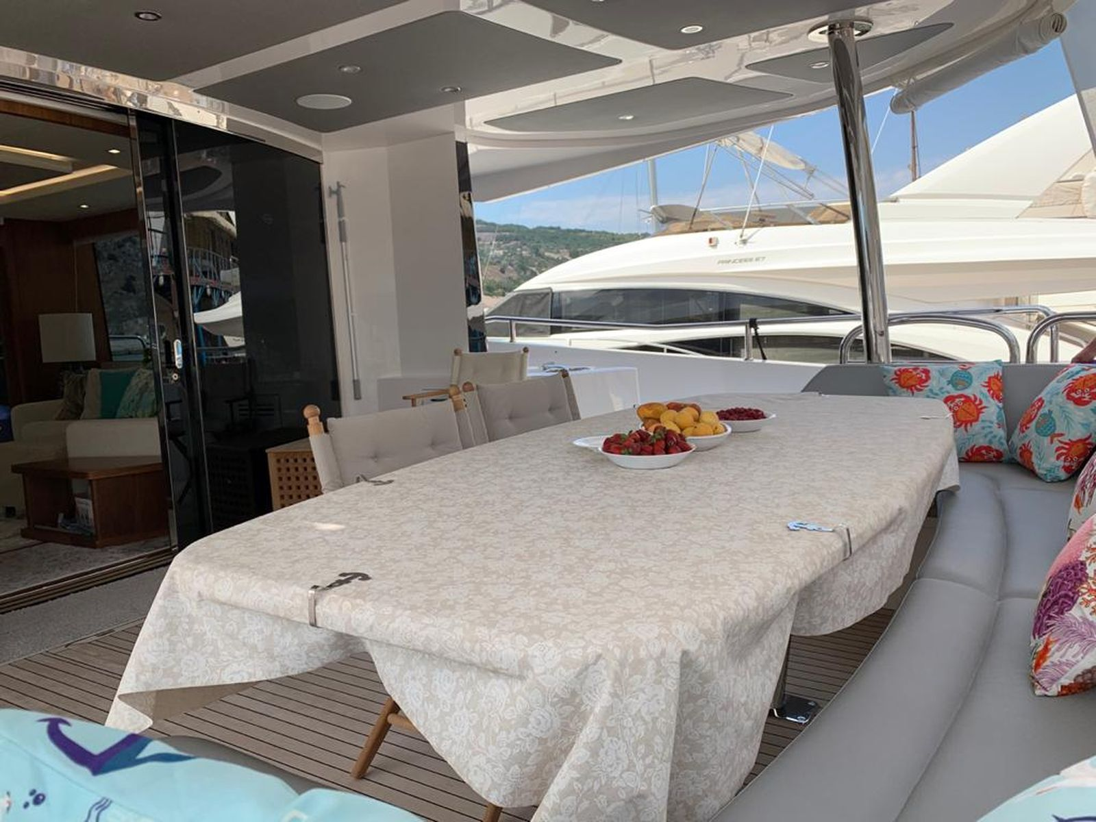 Sunseeker 86 Yacht   Интерьер 25