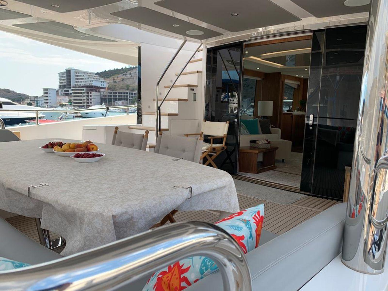 Sunseeker 86 Yacht   Интерьер 27