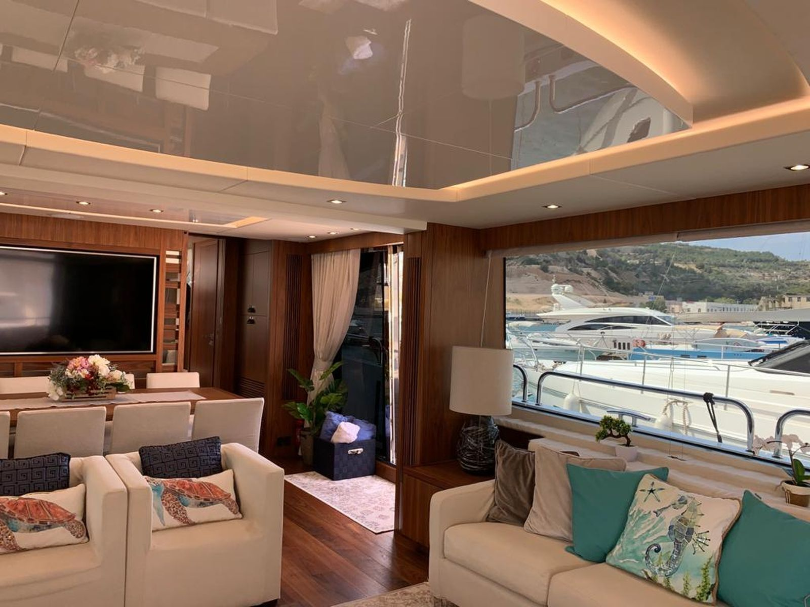 Sunseeker 86 Yacht   Интерьер 21