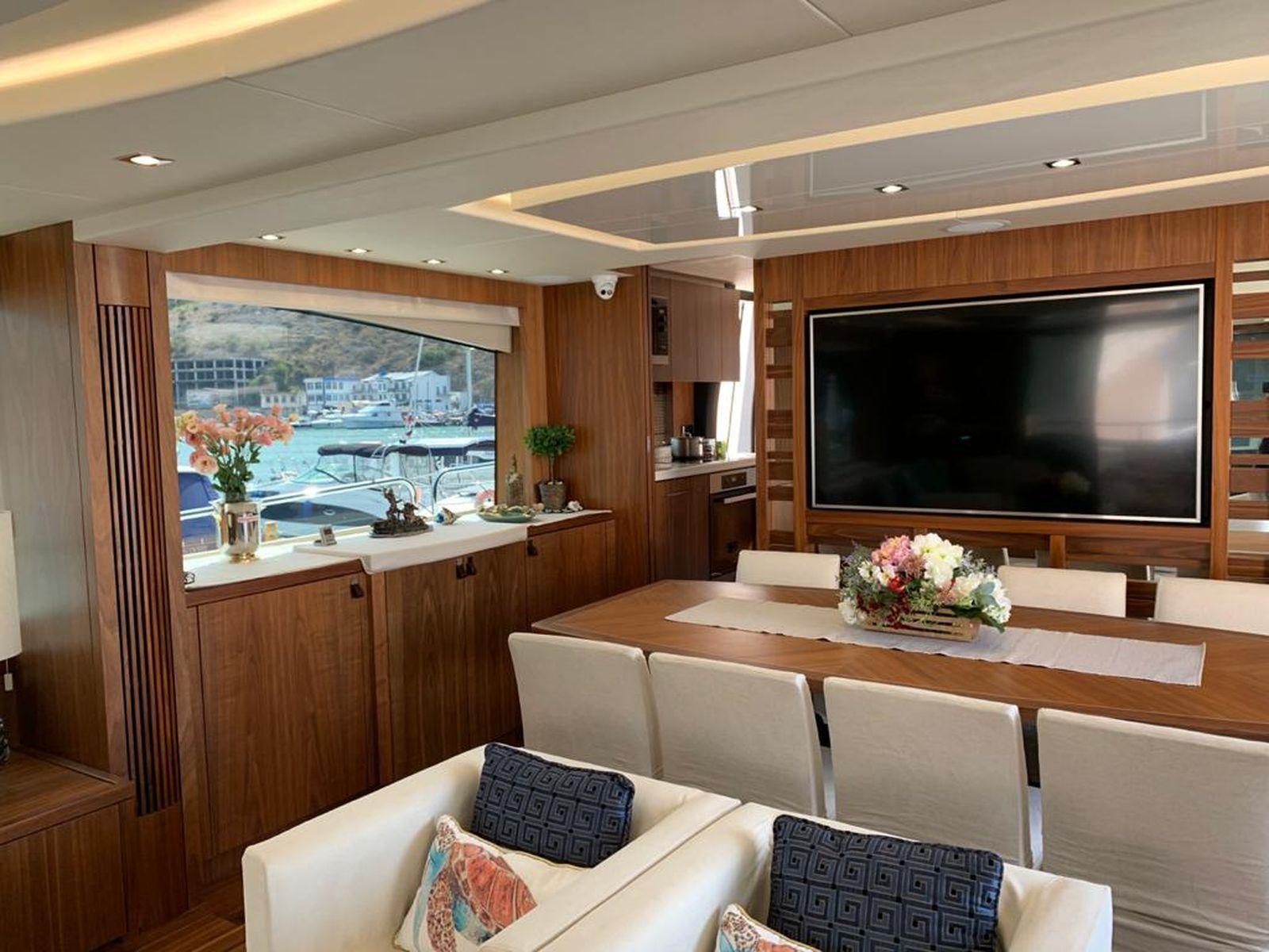 Sunseeker 86 Yacht   Интерьер 19