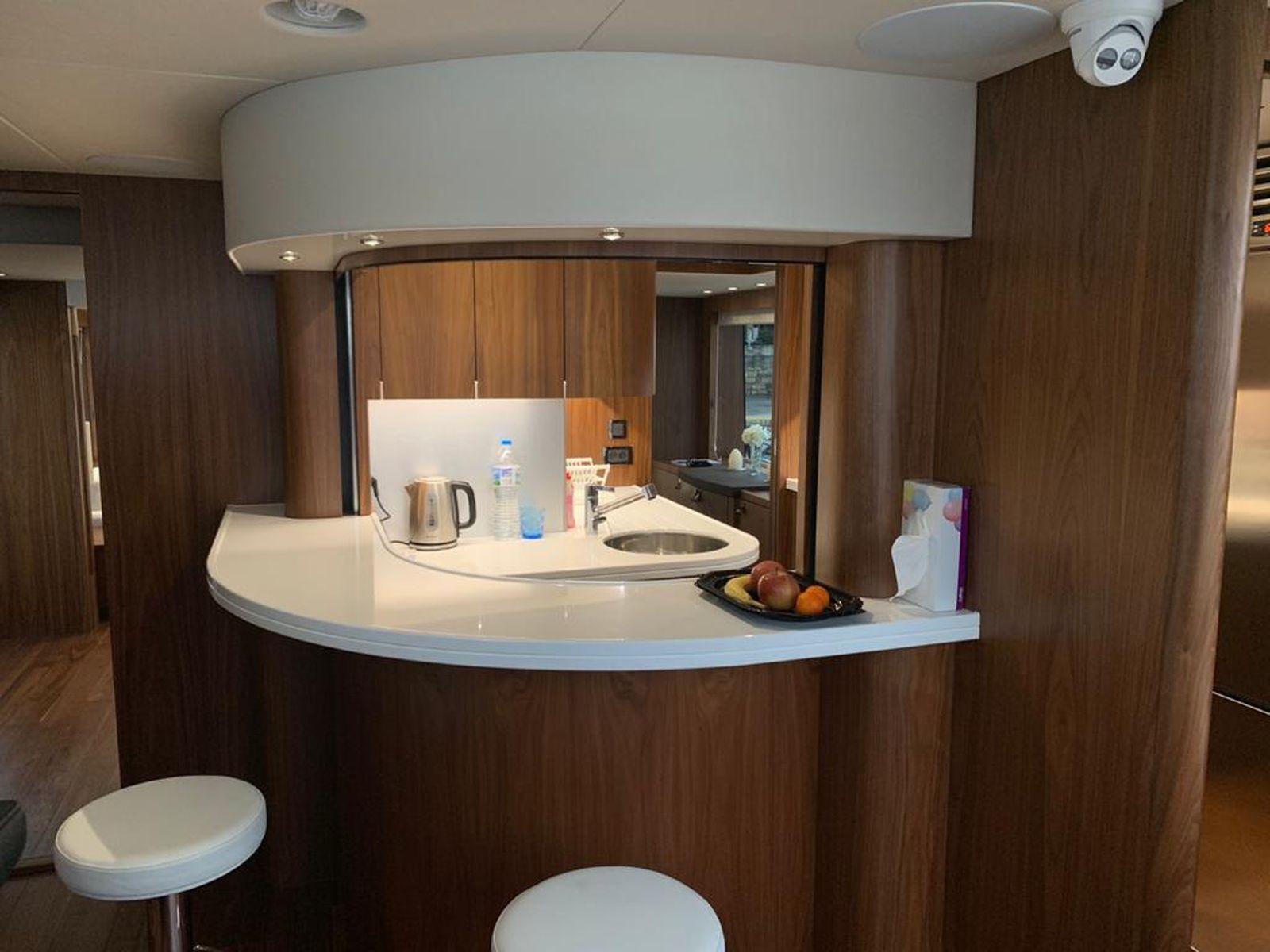 Sunseeker 86 Yacht   Интерьер 24