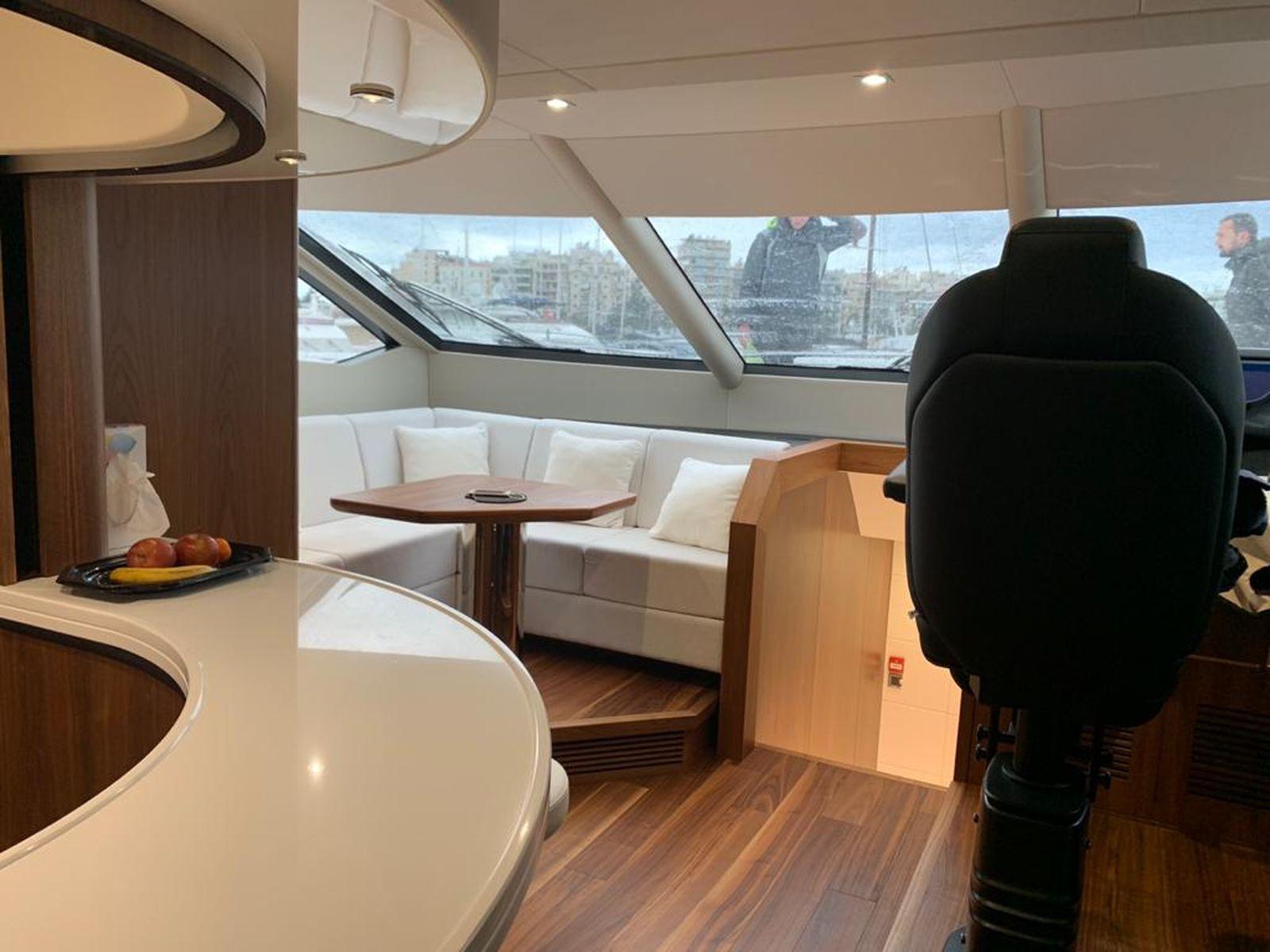 Sunseeker 86 Yacht   Интерьер 23