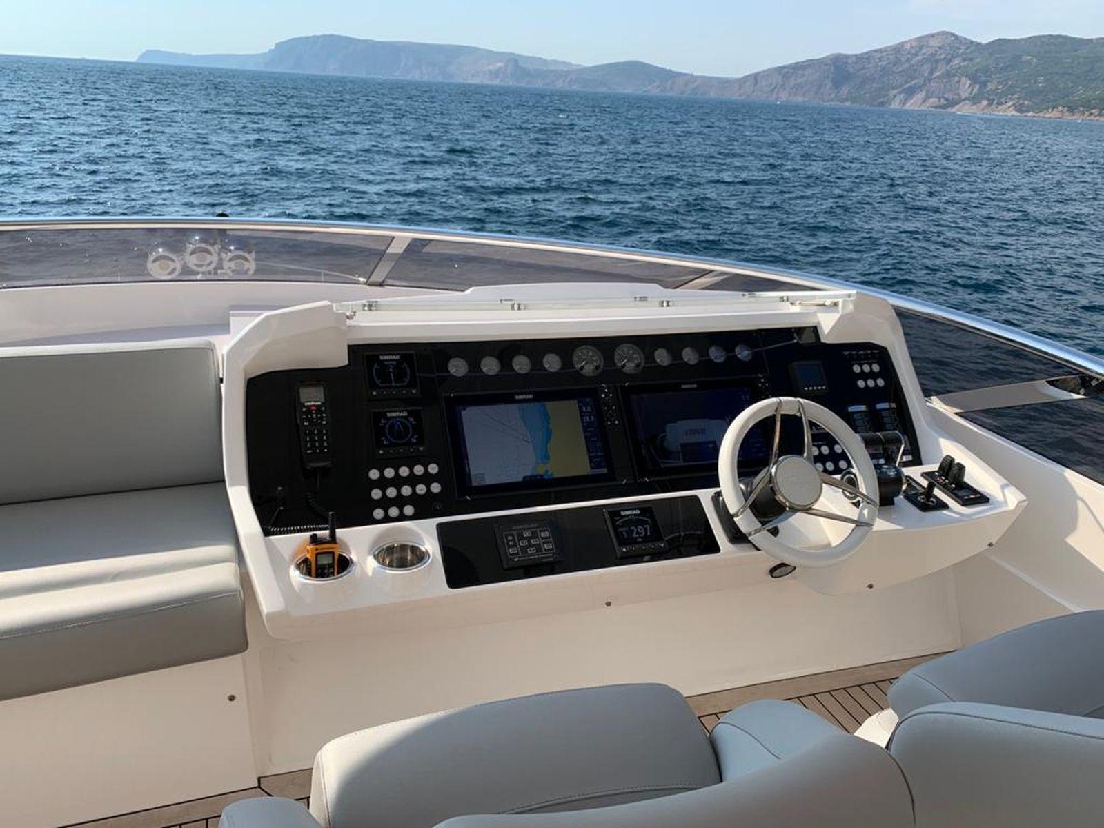 Sunseeker 86 Yacht   Интерьер 1