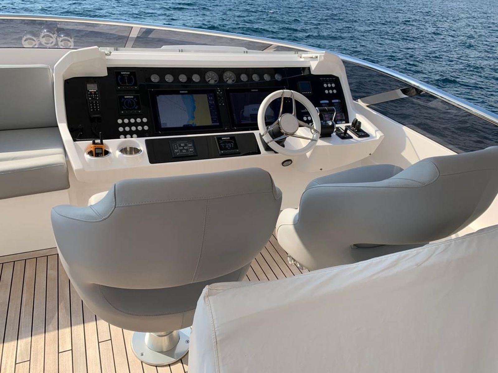 Sunseeker 86 Yacht   Интерьер 0