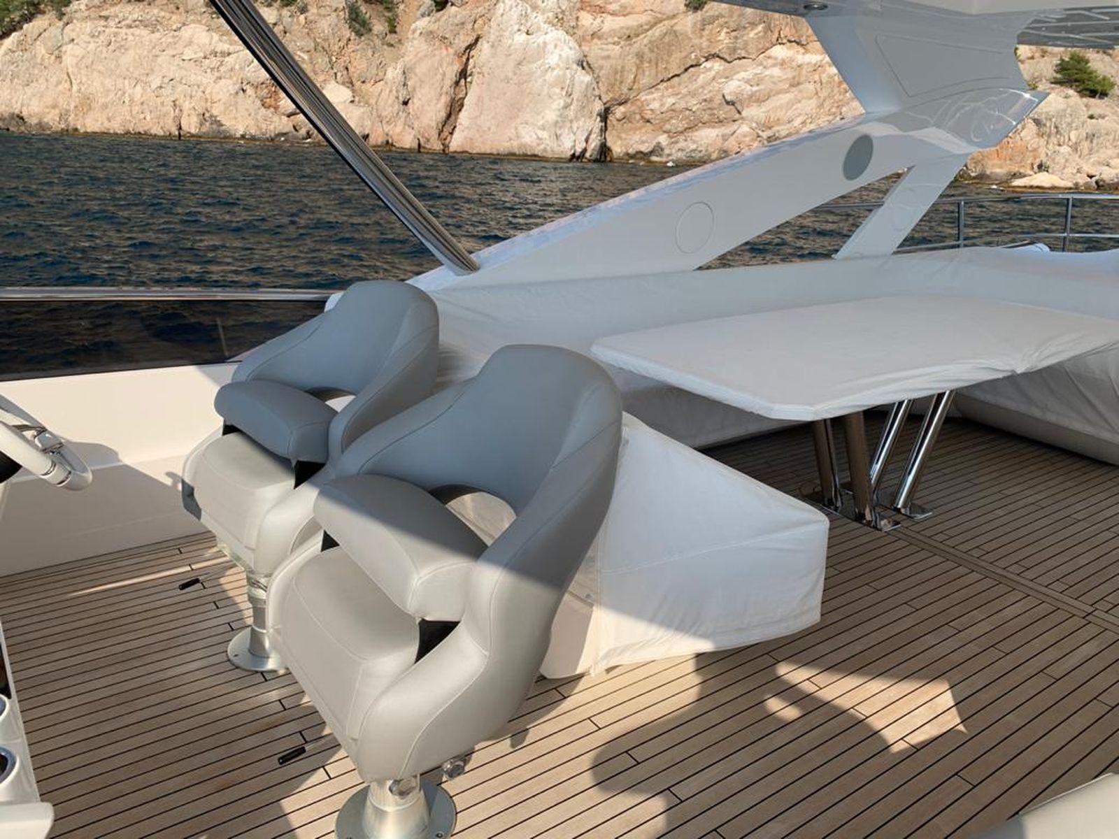 Sunseeker 86 Yacht   Интерьер 8