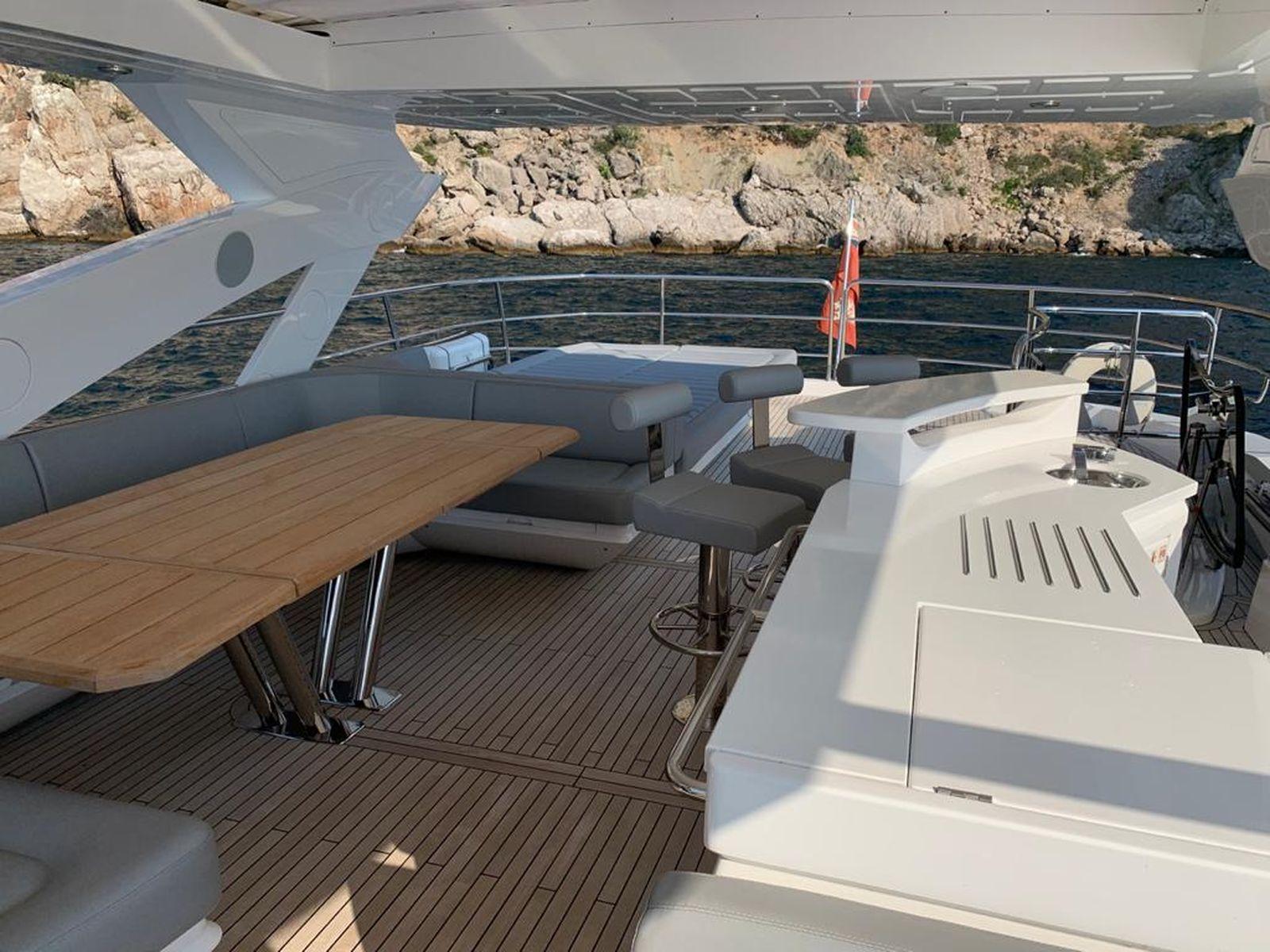 Sunseeker 86 Yacht   Интерьер 7