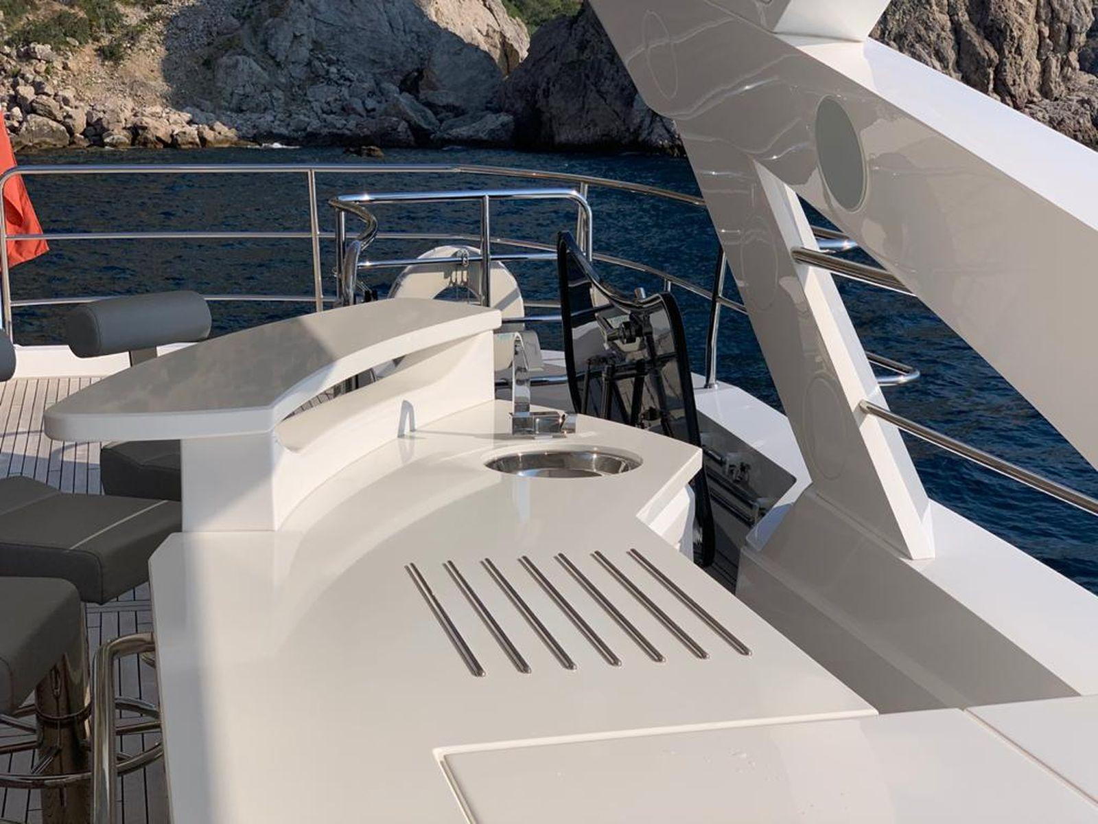 Sunseeker 86 Yacht   Интерьер 5