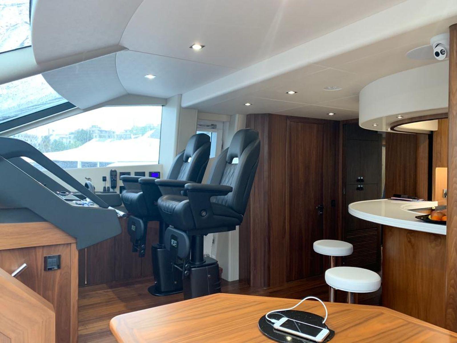 Sunseeker 86 Yacht   Интерьер 15