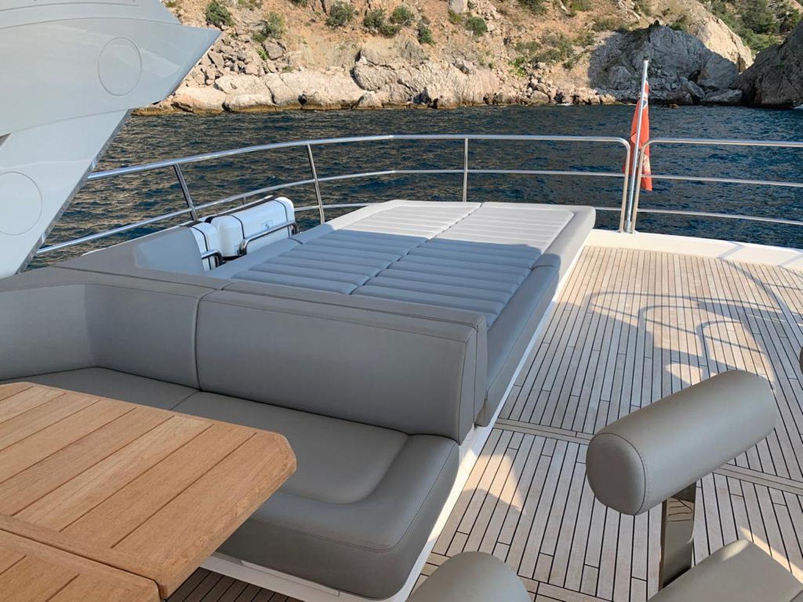 Sunseeker 86 Yacht   Интерьер 2