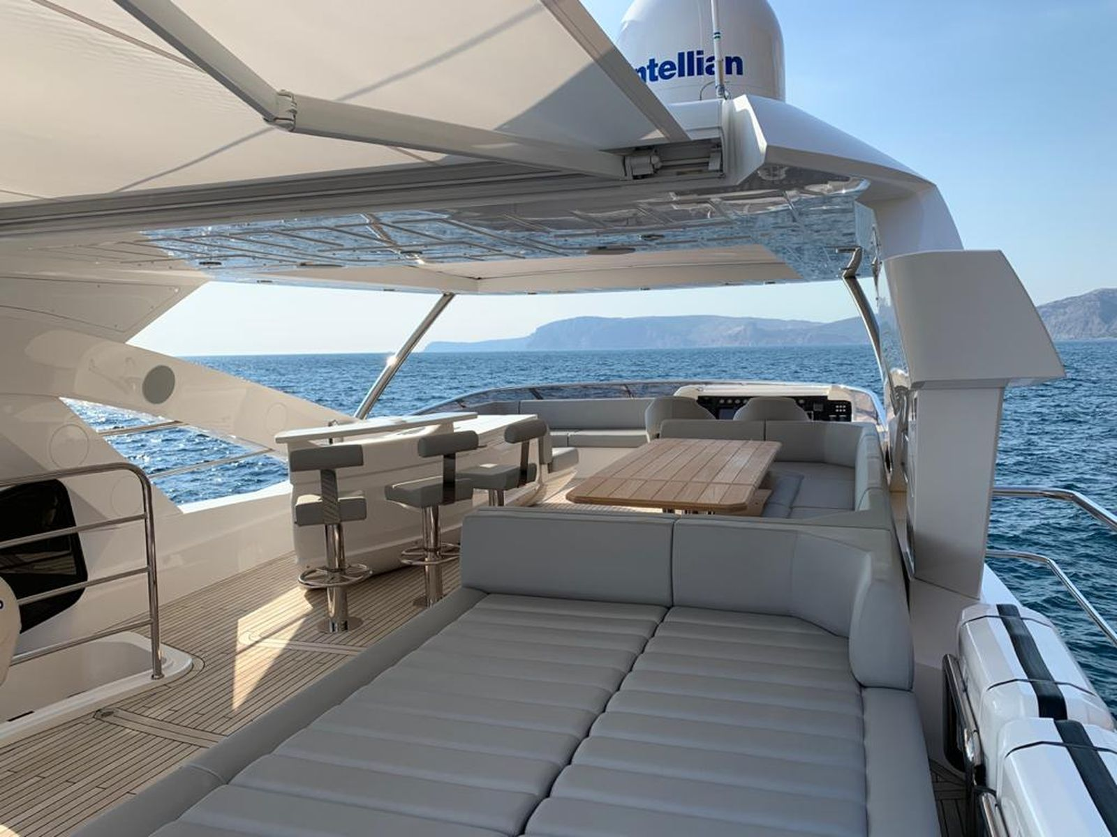 Sunseeker 86 Yacht   Интерьер 12