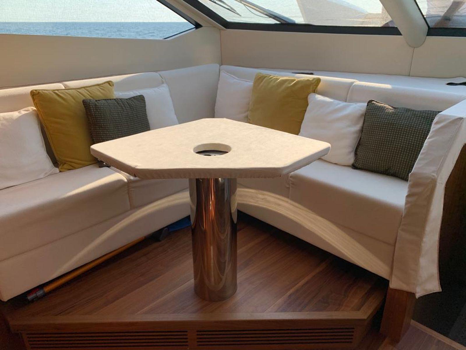 Sunseeker 86 Yacht   Интерьер 32
