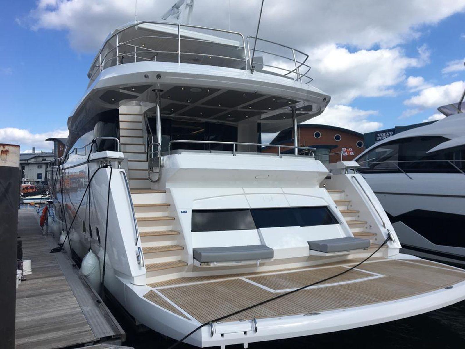 Sunseeker 86 Yacht   Экстрьер 2