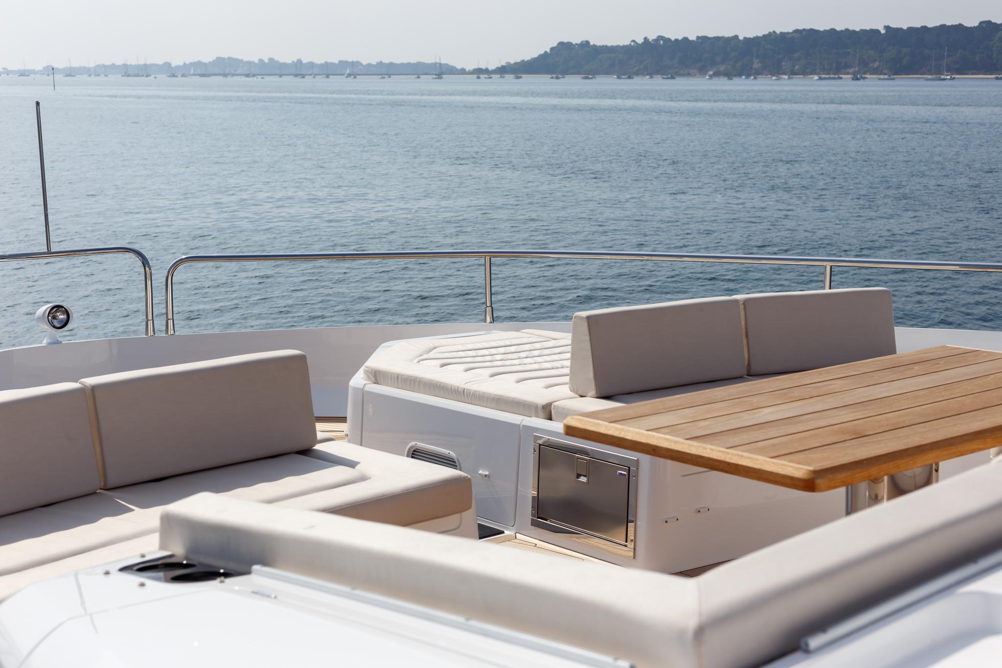 Sunseeker 76 Yacht | Экстрьер 6