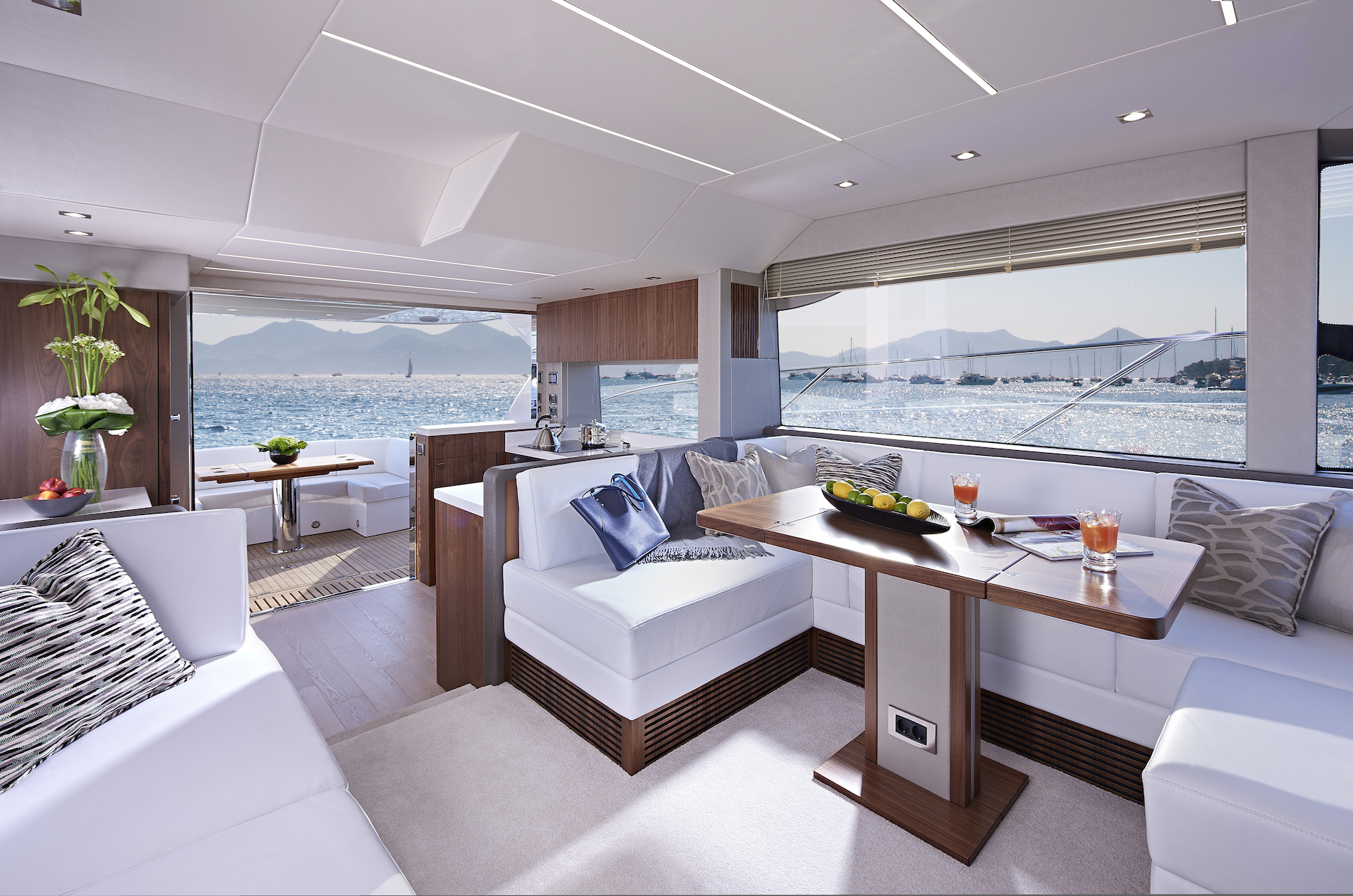 Sunseeker Manhattan 52 | Интерьер 1