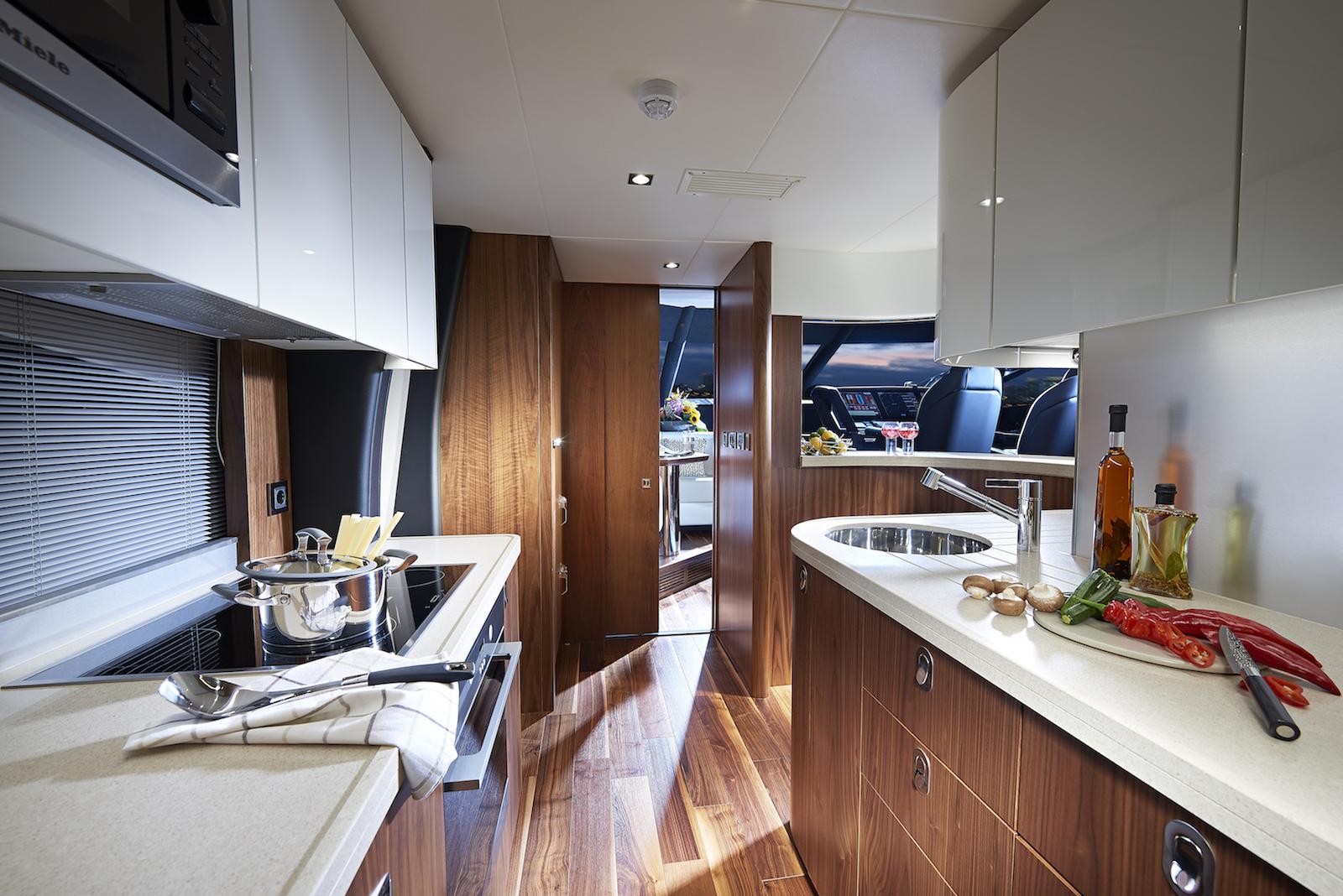 Sunseeker 86 Yacht | Интерьер 4