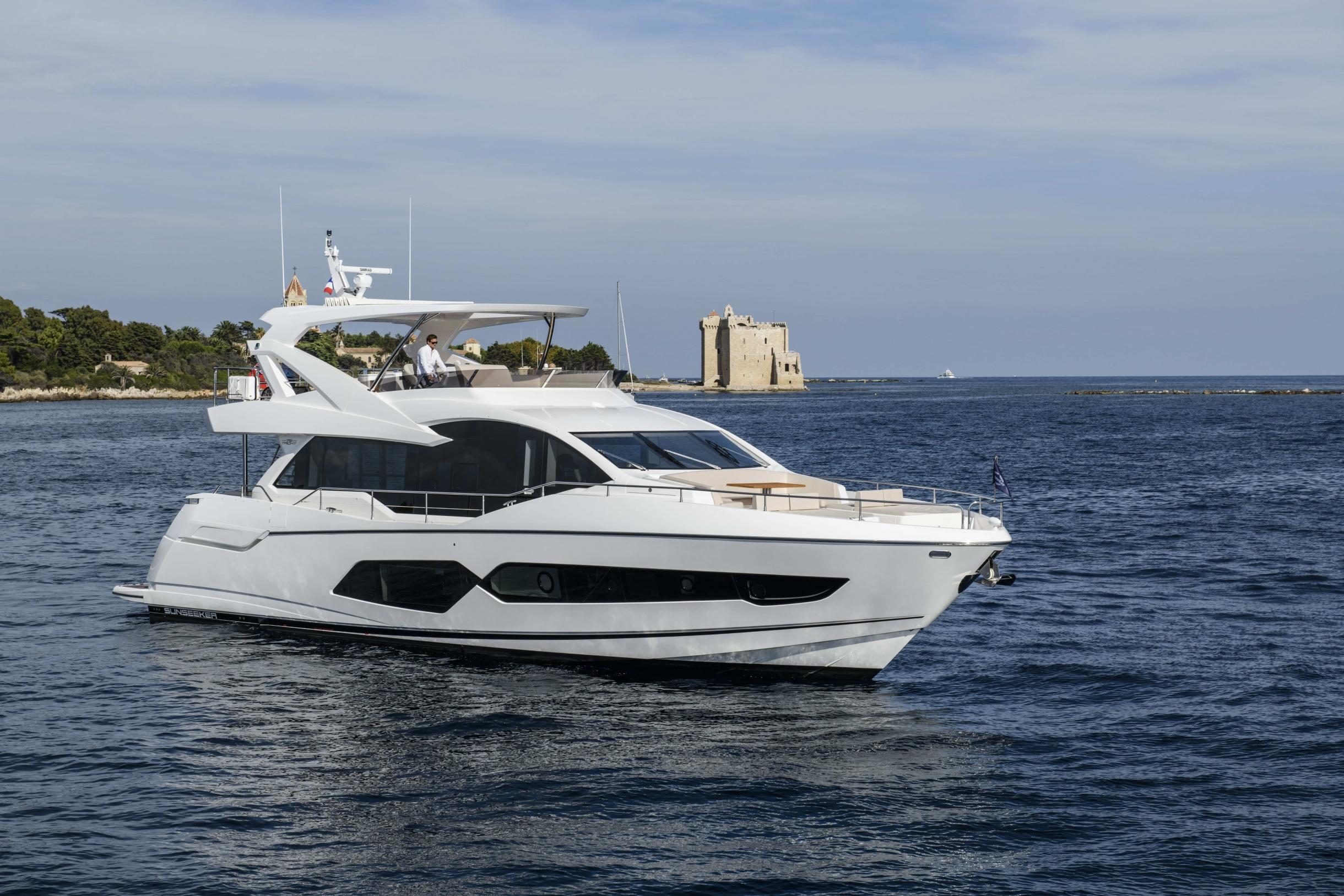 Sunseeker 76 Yacht | Экстрьер 4