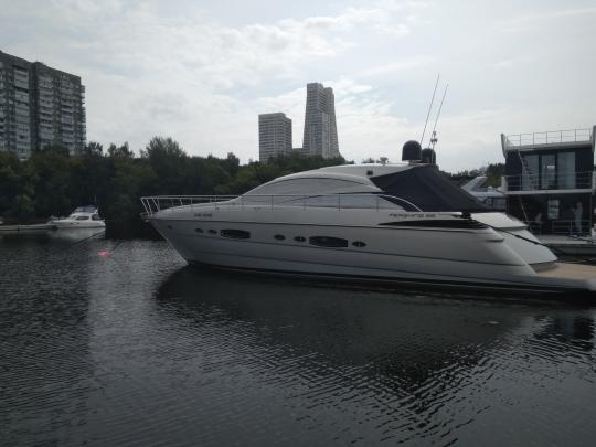 Яхта Pershing 56