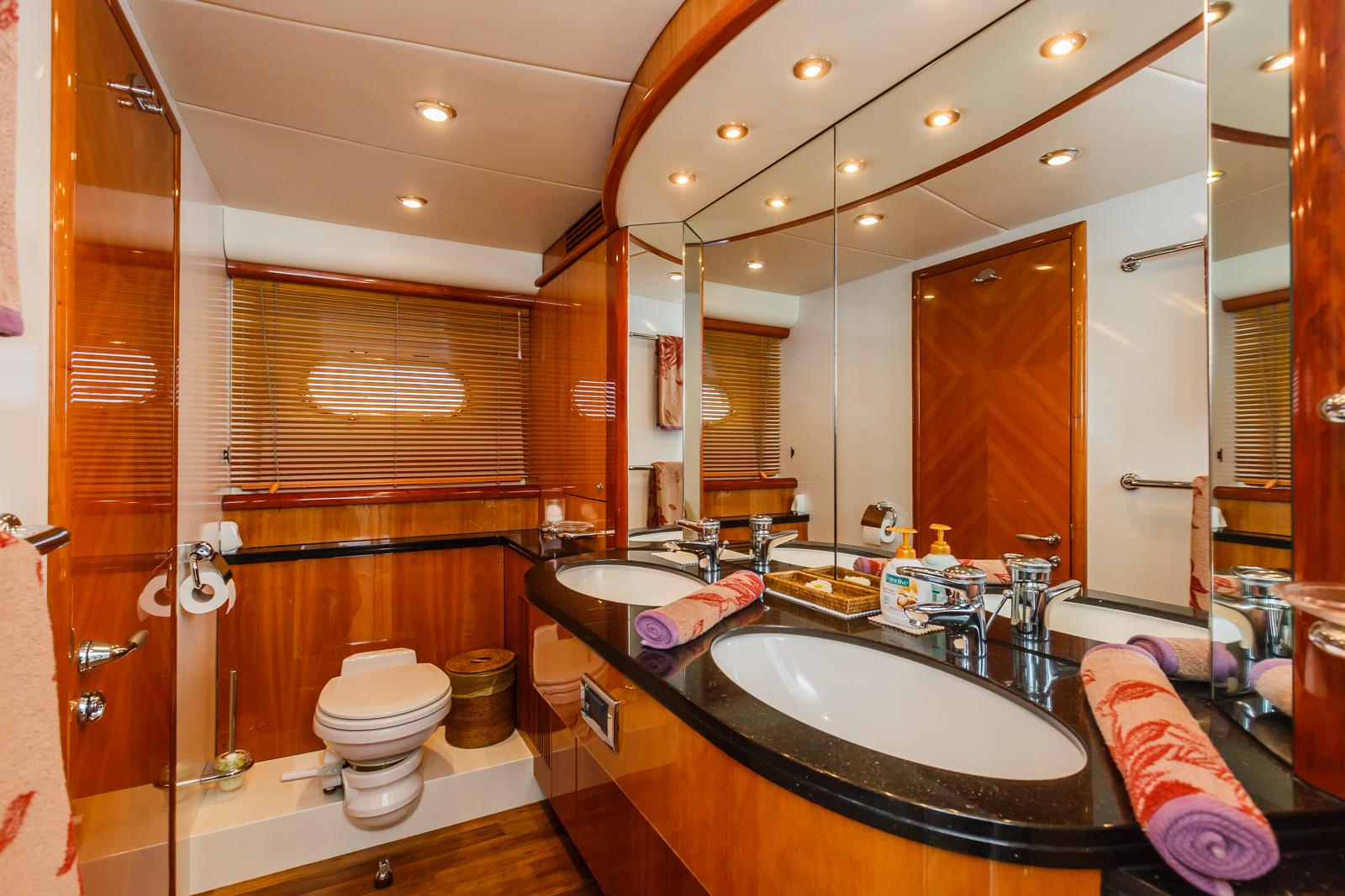 Sunseeker 82 Yacht | Экстрьер 24