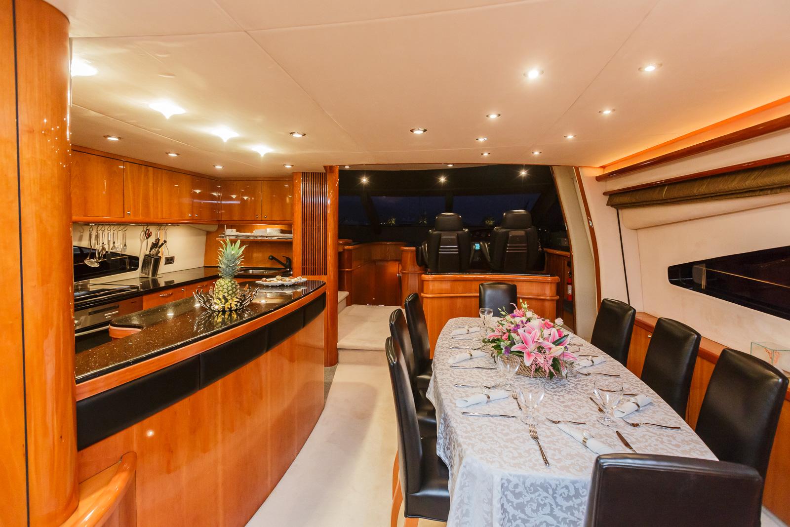 Sunseeker 82 Yacht | Экстрьер 13