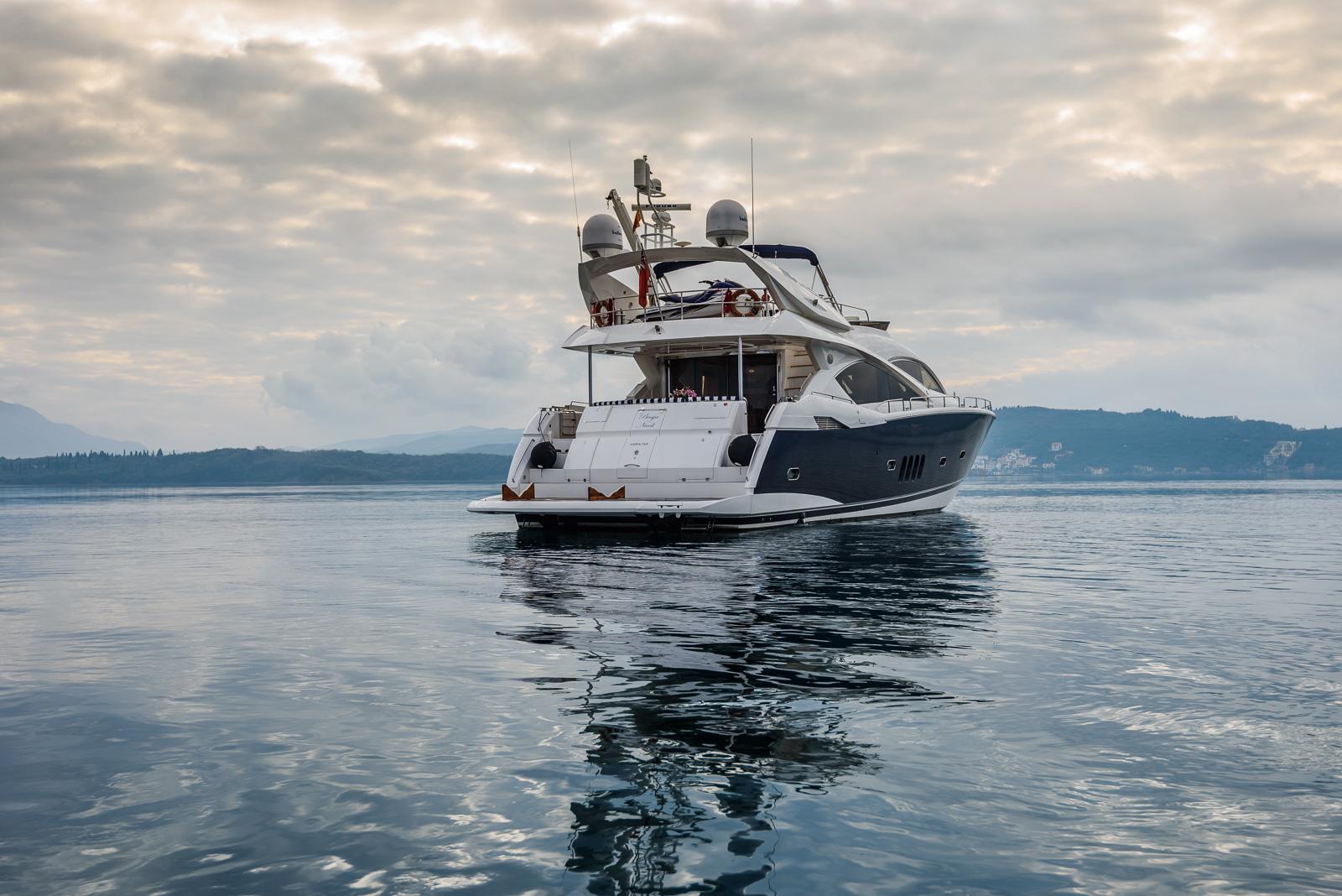 Sunseeker 82 Yacht | Экстрьер 7
