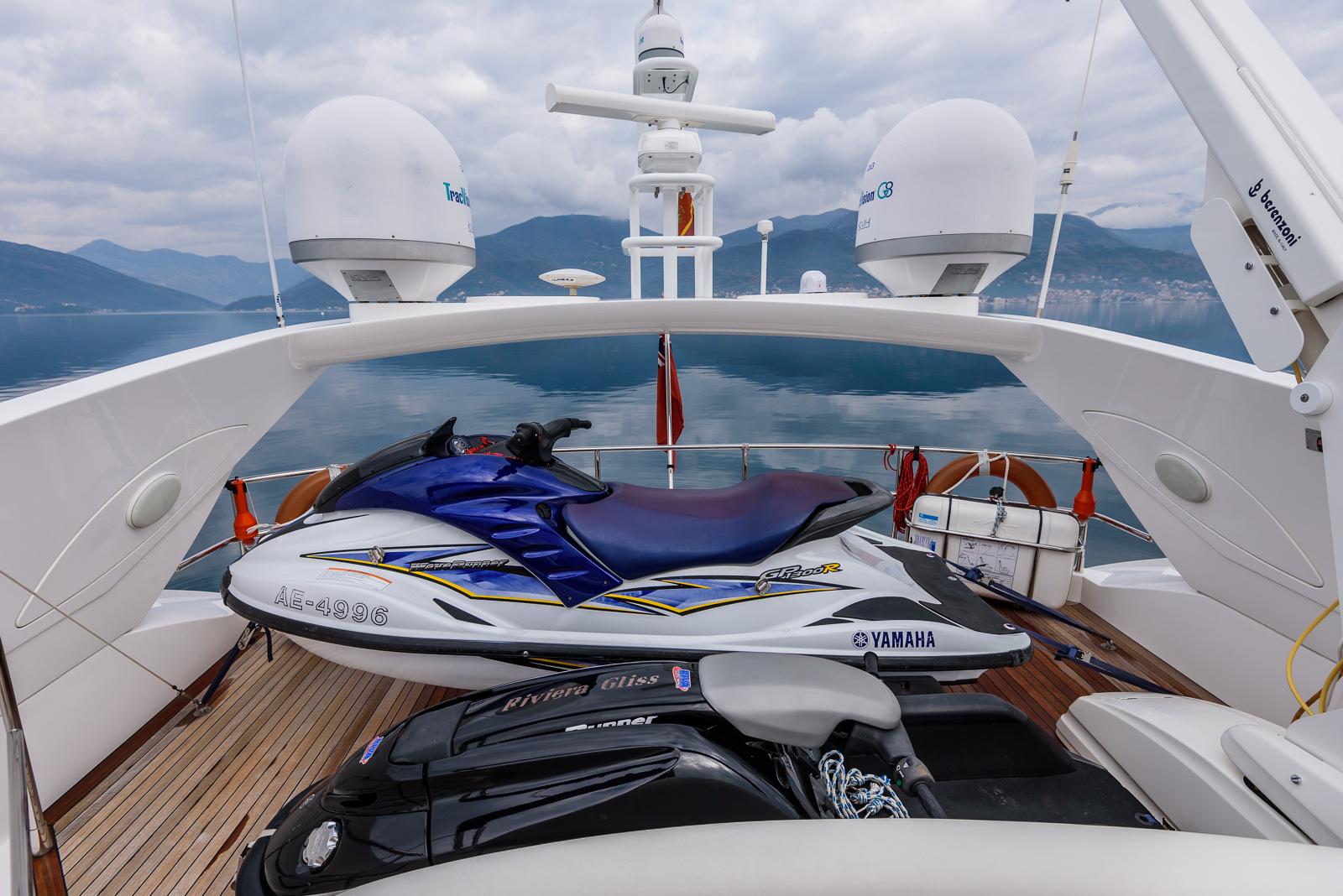 Sunseeker 82 Yacht | Экстрьер 8