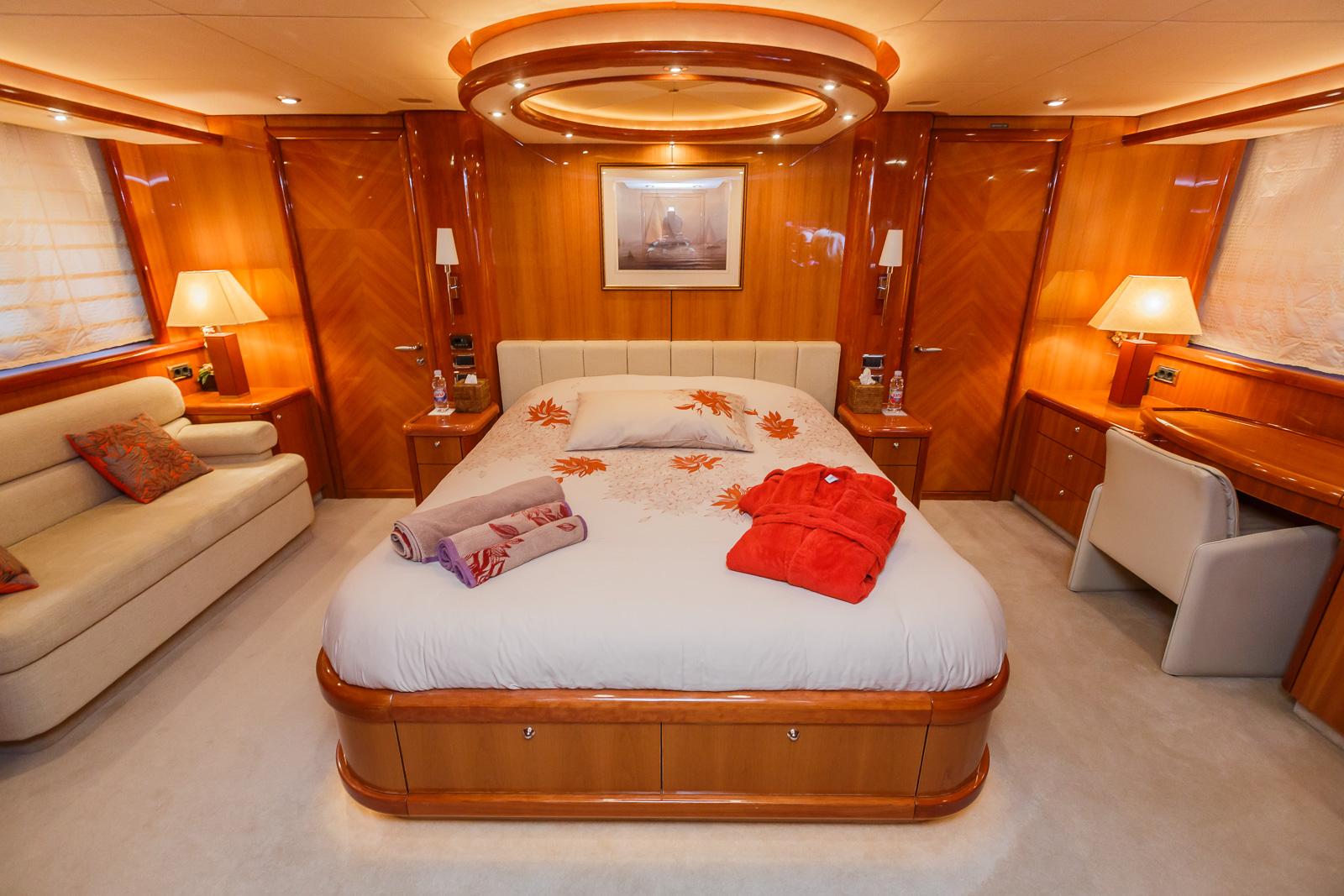 Sunseeker 82 Yacht | Экстрьер 14