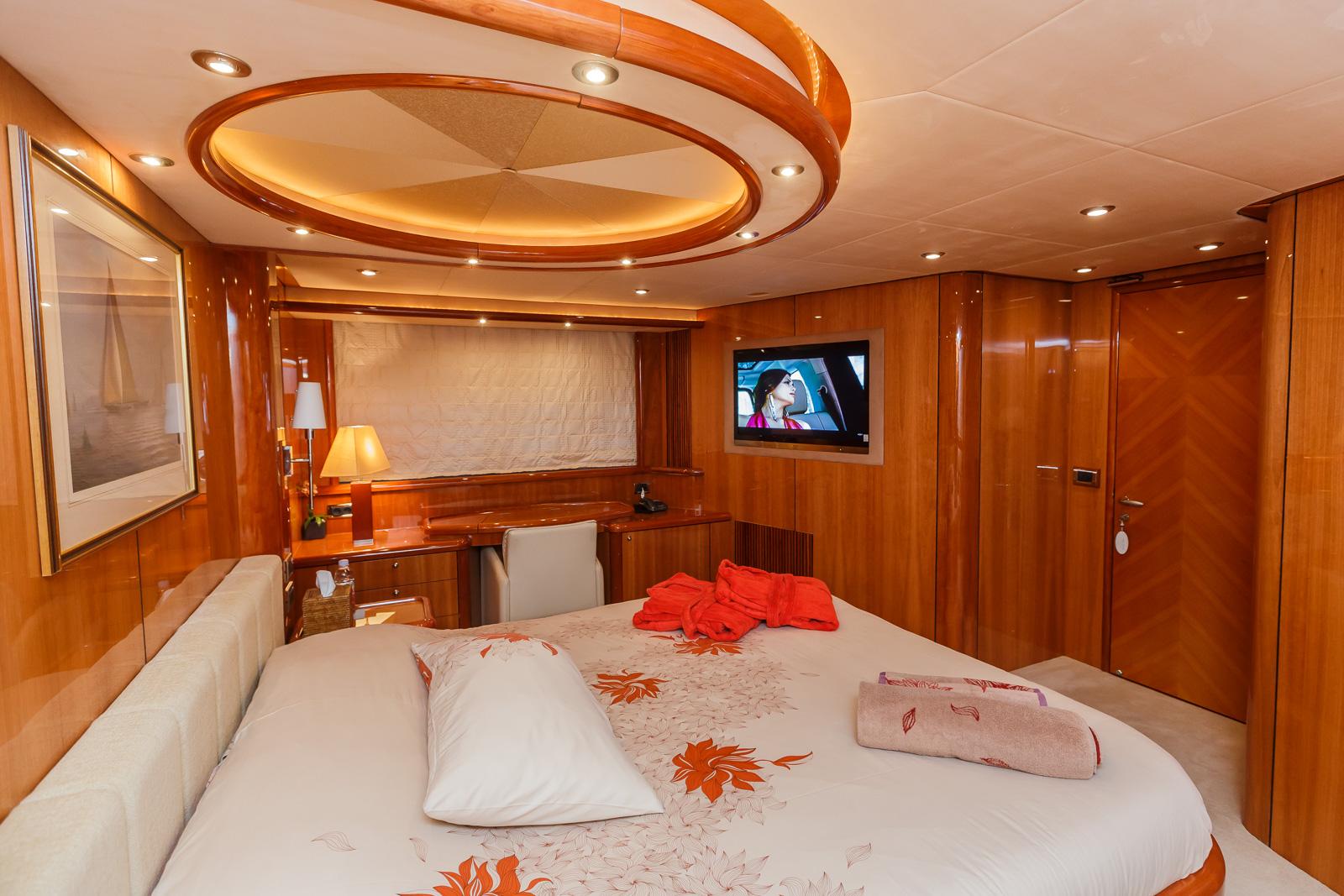 Sunseeker 82 Yacht | Экстрьер 15