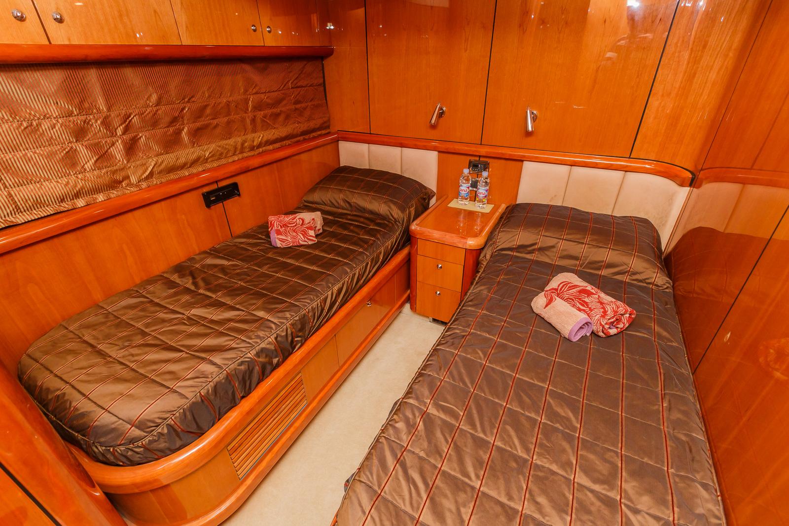 Sunseeker 82 Yacht | Экстрьер 18