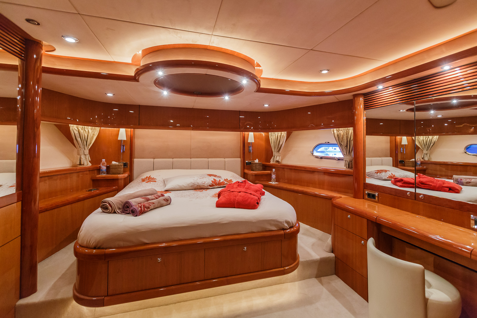 Sunseeker 82 Yacht | Экстрьер 16