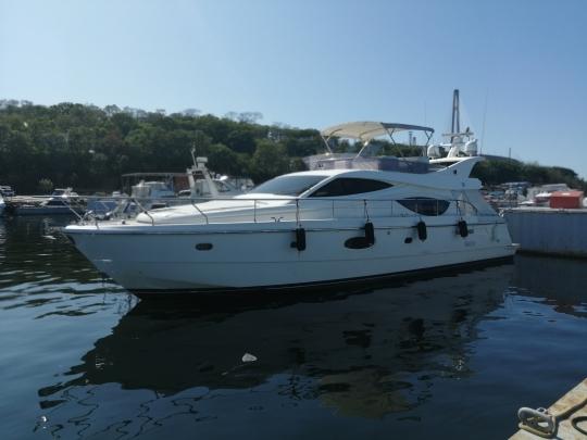 Яхта Ferretti 550