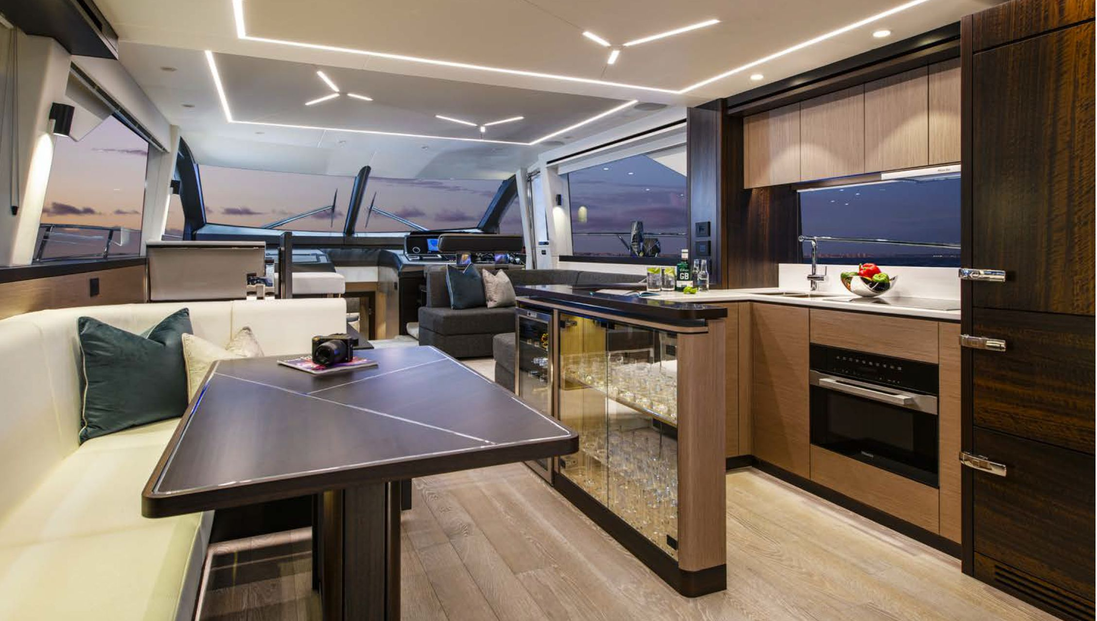 Sunseeker Manhattan 68 | Интерьер 2