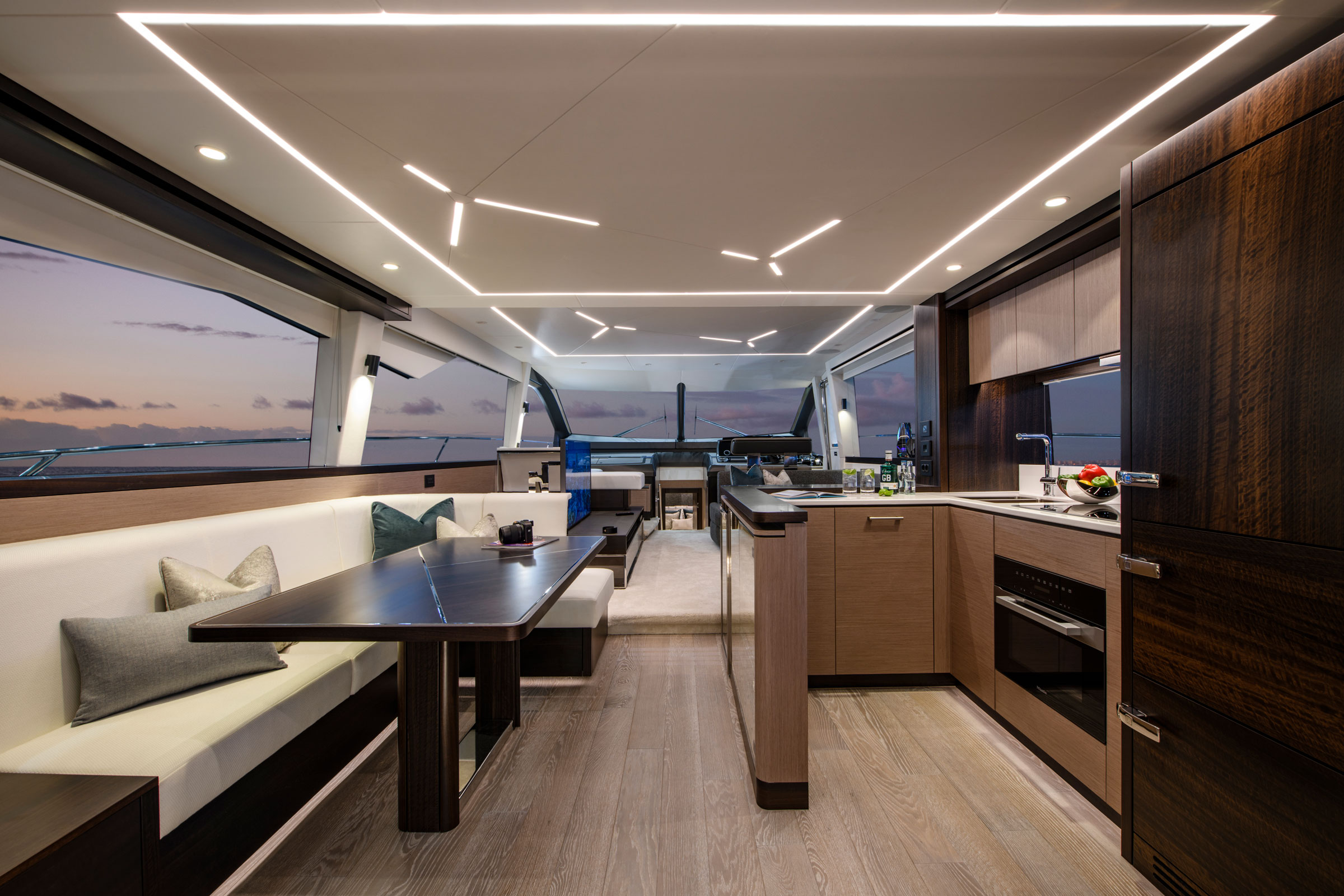 Sunseeker Manhattan 68 | Интерьер 1