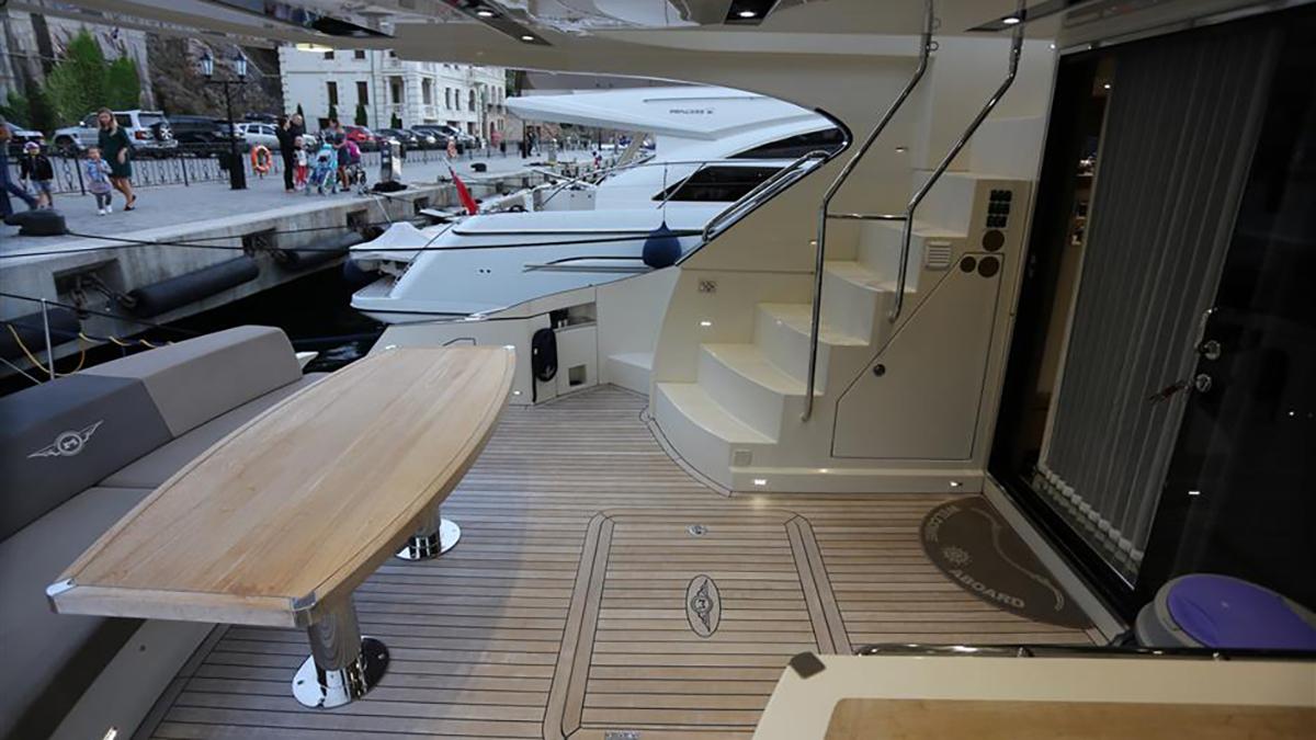 Marquis 630 Sport Yacht | Экстрьер 8