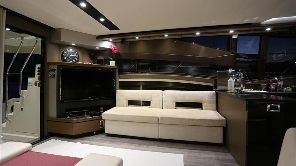 Marquis 630 Sport Yacht | Интерьер 0