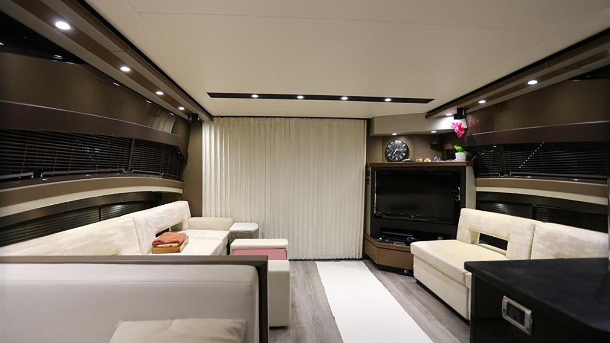 Marquis 630 Sport Yacht | Интерьер 3