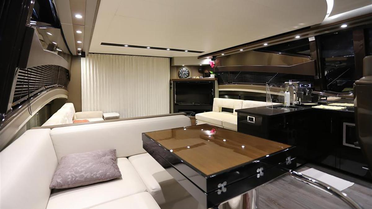 Marquis 630 Sport Yacht | Интерьер 1
