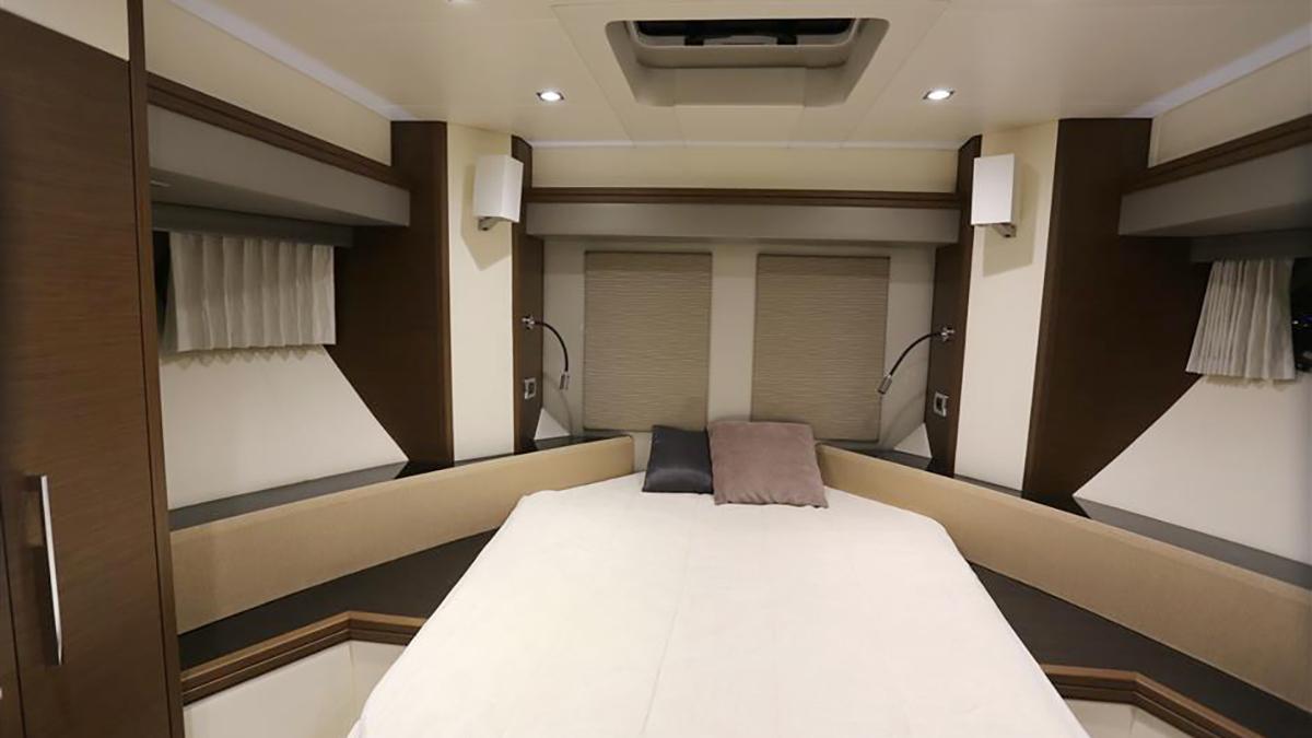 Marquis 630 Sport Yacht | Интерьер 12