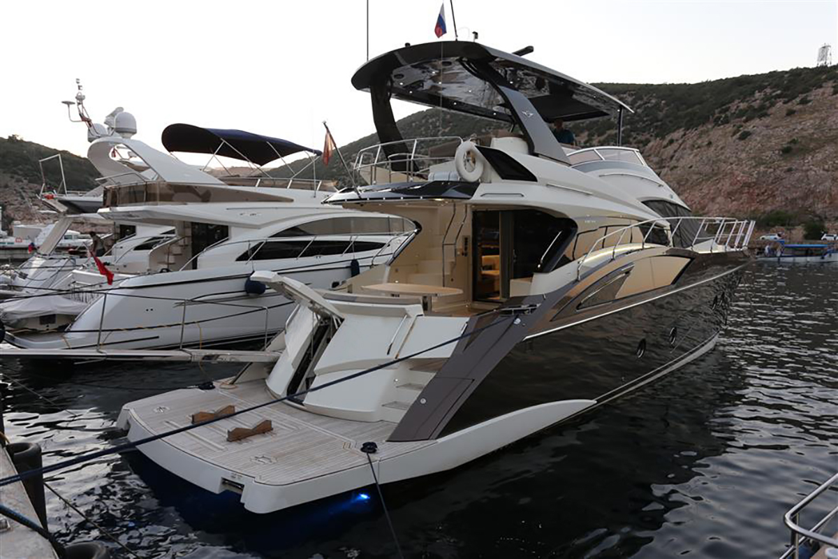 Marquis 630 Sport Yacht | Экстрьер 4