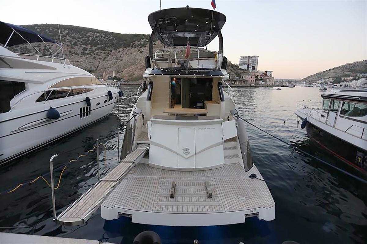 Marquis 630 Sport Yacht | Экстрьер 5