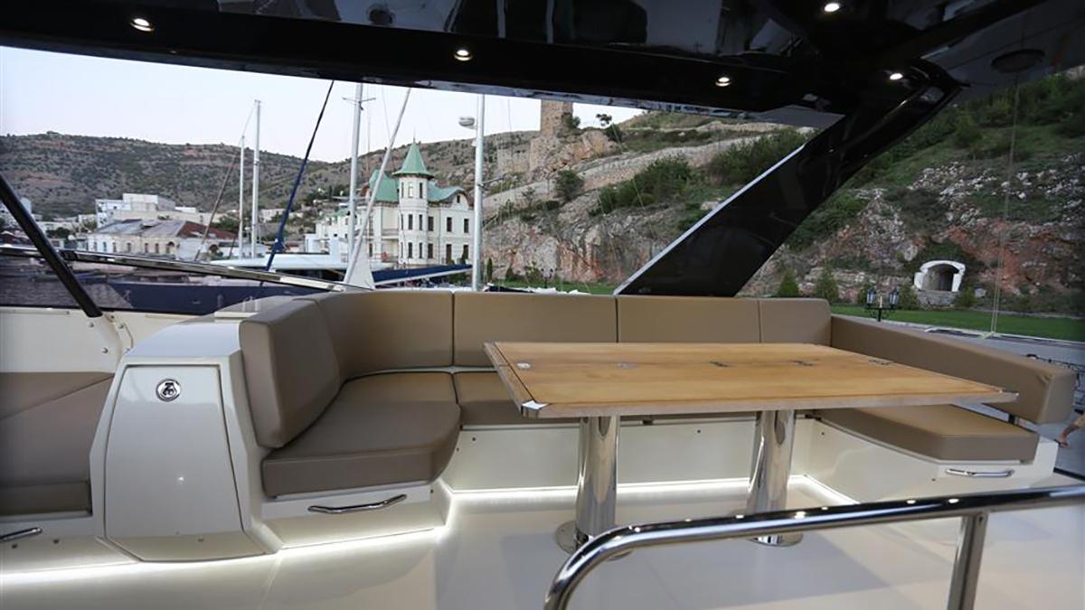 Marquis 630 Sport Yacht | Экстрьер 9