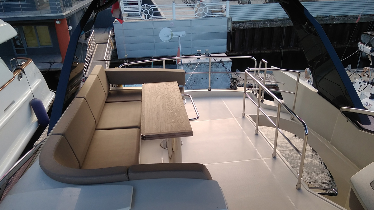 Marquis 630 Sport Yacht | Экстрьер 13